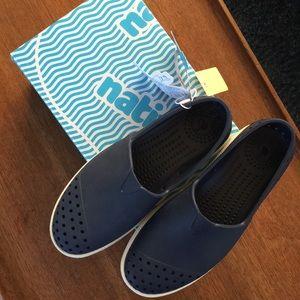 New in box Native unisex verona junior shoes J3